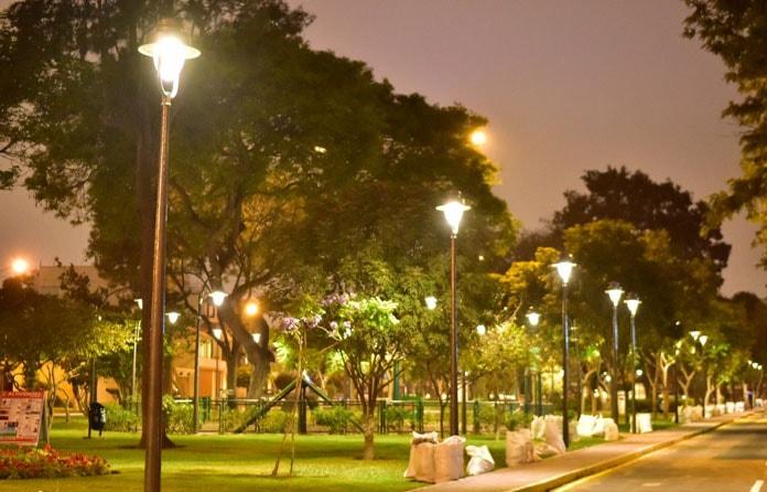 img-luminarias-solares-plazas-y-parques-01