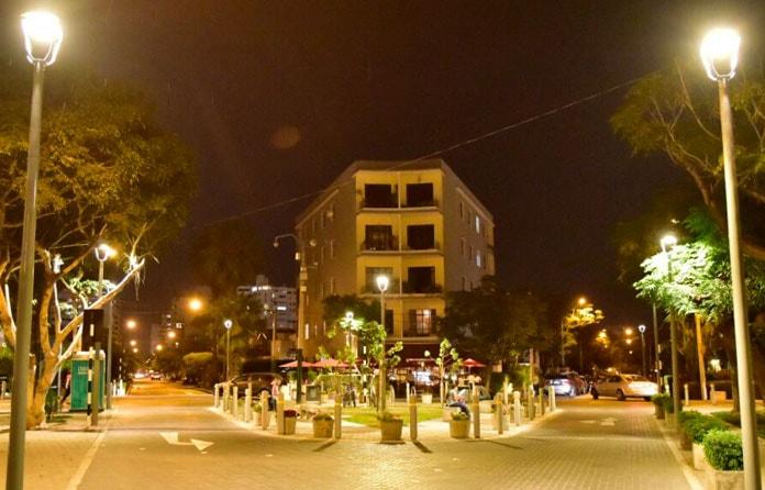 img-luminarias-solares-plazas-y-parques-02