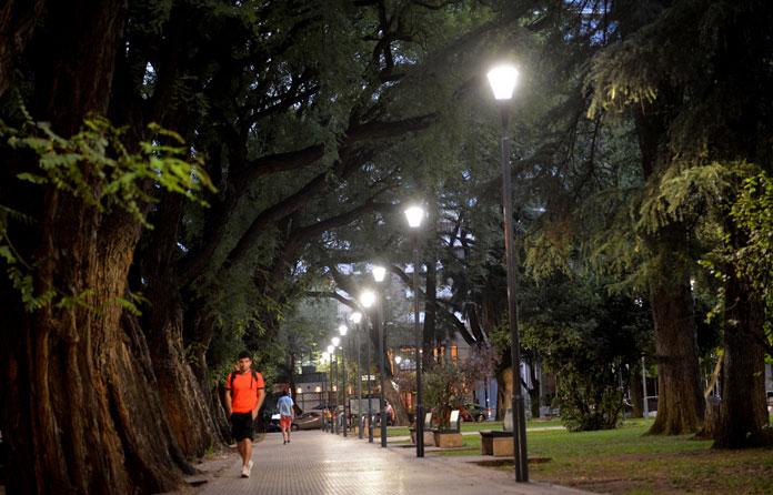 img-luminarias-solares-plazas-y-parques-03