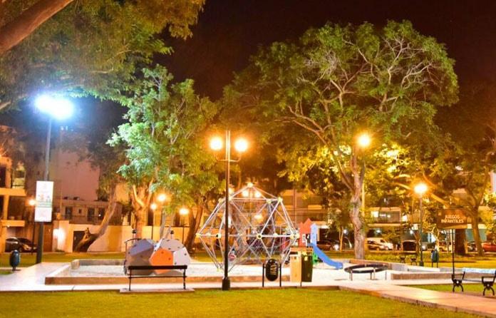 img-luminarias-solares-plazas-y-parques-04