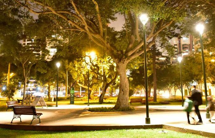 img-luminarias-solares-plazas-y-parques-05