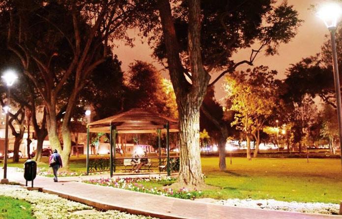 img-luminarias-solares-plazas-y-parques-06